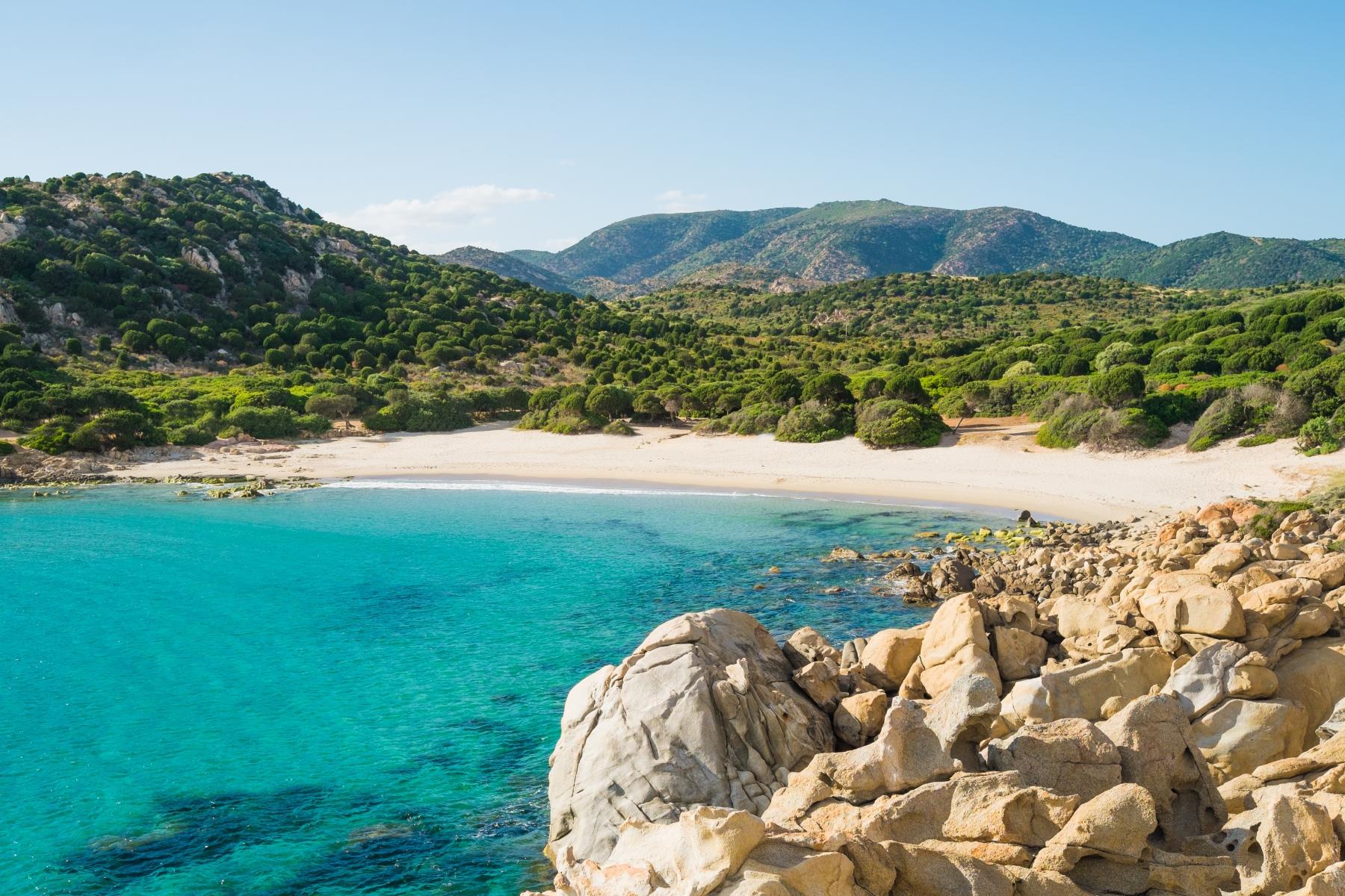Deux français risquent la prison pour vol de sable en Sardaigne !