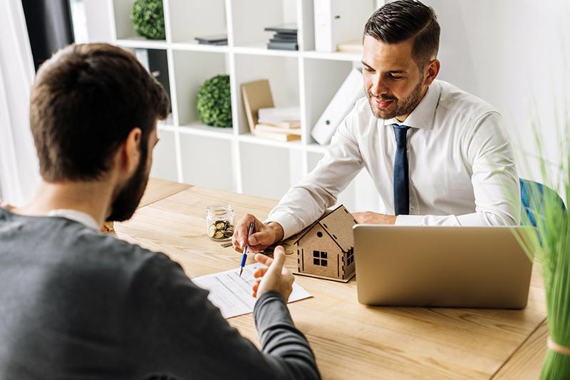 le métier et statut de chasseur immobilier