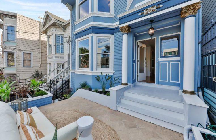 La maison bleue de Maxime le Forestier est à vendre