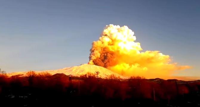 L'Etna entre en éruption volcanique ce mardi