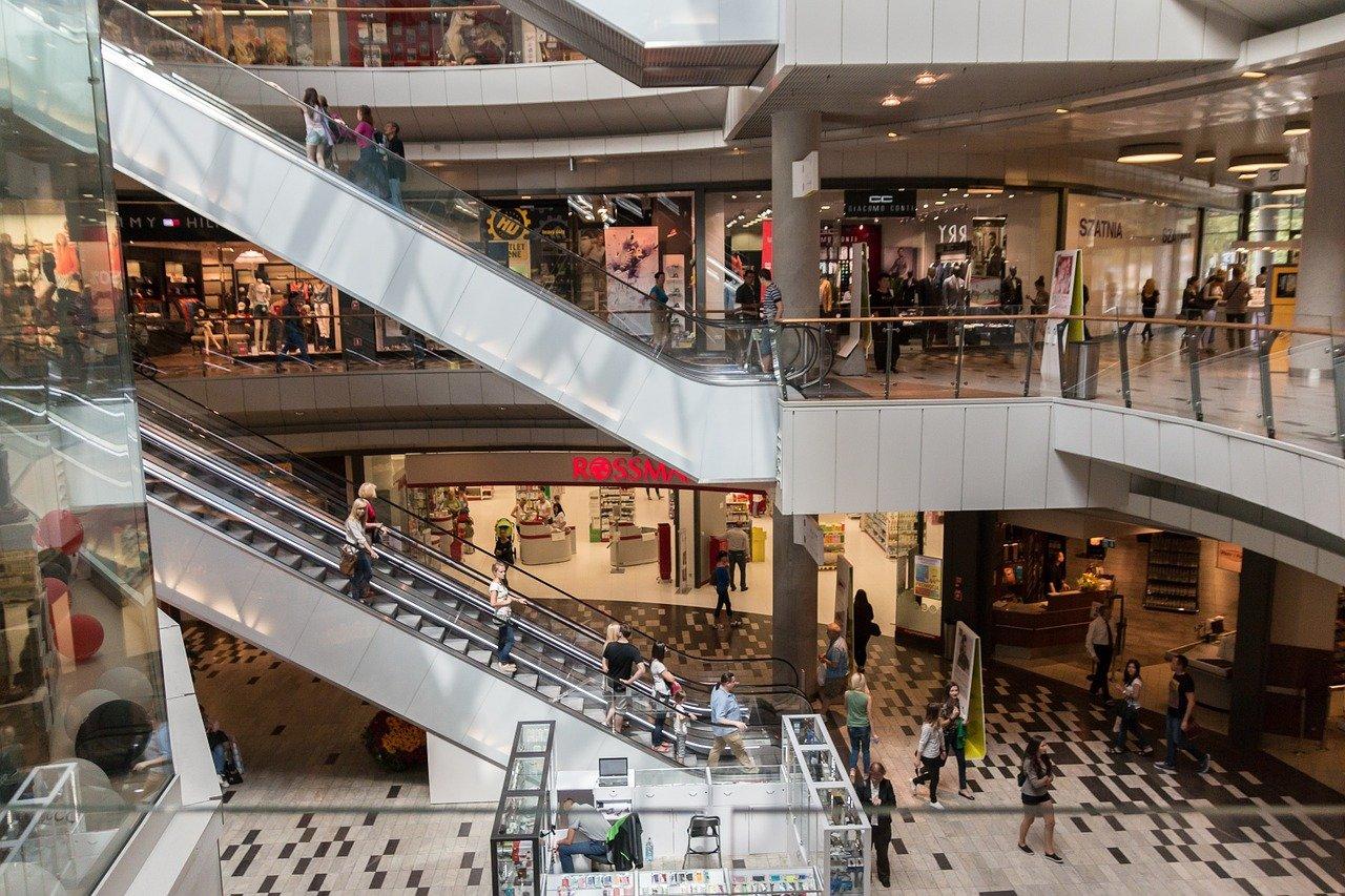 Le pass sanitaire ne concernera désormais plus que 64 centres commerciaux
